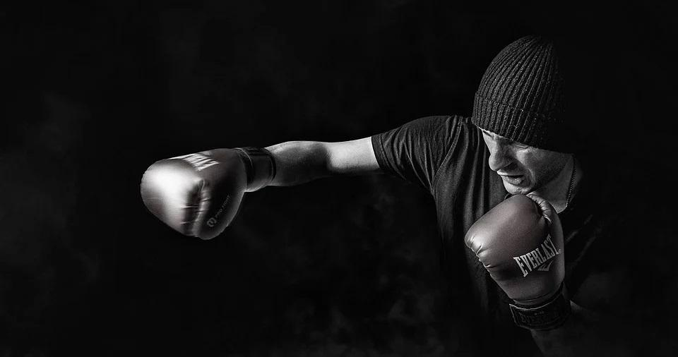 wewnętrzna walka mężczyzny z samym sobą