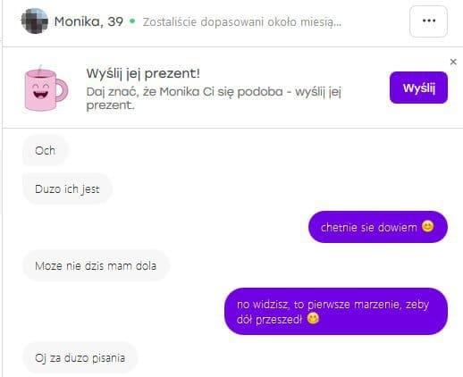 Kobieta uczy o czym rozmawiać z kobietami na portalach randkowych 12