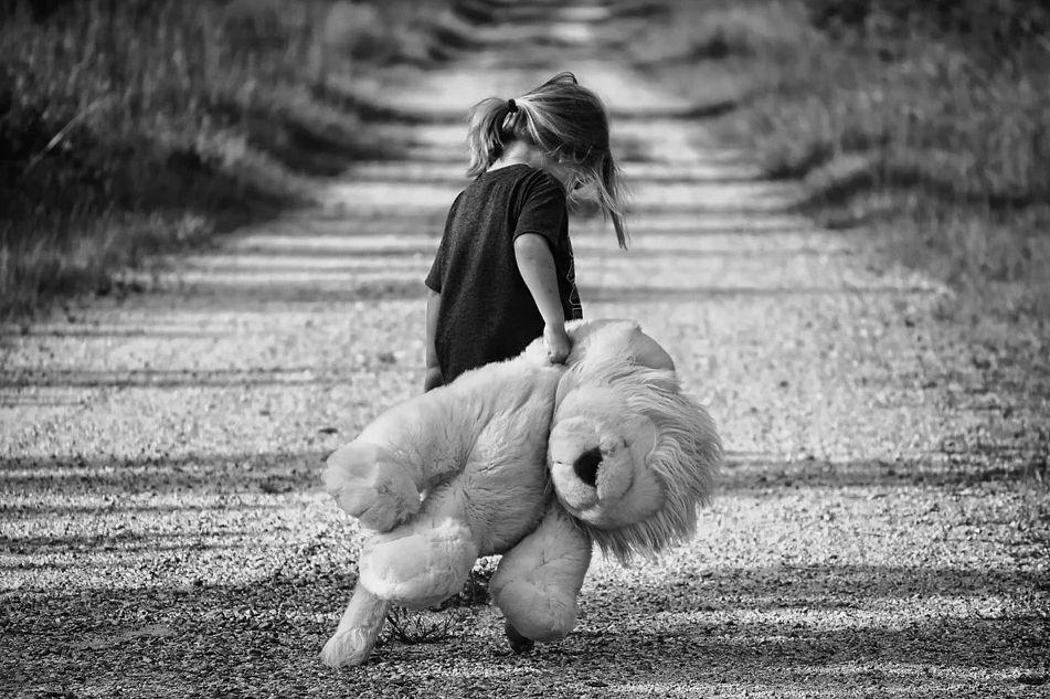 alienacja rodzicielska i przemoc wobec dziecka